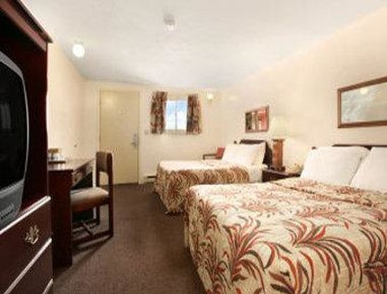 Knights Inn Pulaski : Standard Two Double Bed Room