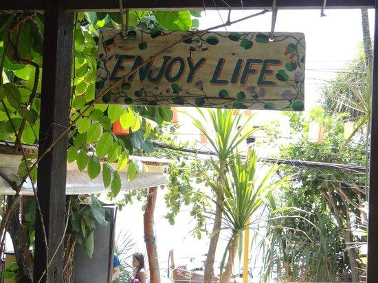 Phra Nang Inn : way to beach