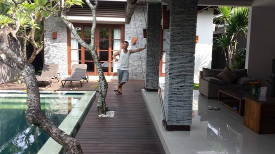 The Wolas Villas & Spa: Pool and Lounge