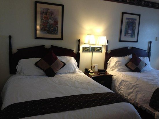 Chalet Motel Of Mequon: Guest room