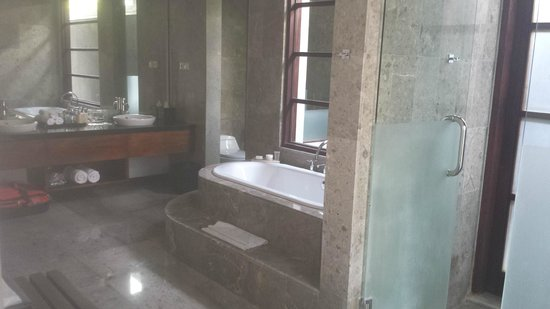 The Wolas Villas & Spa: Bathroom