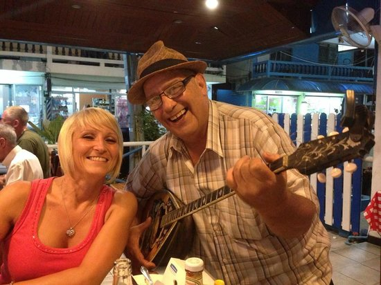 Pattayanis Greek Taverna : Julie & Yanis