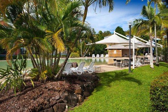 Noosa Lakes Resort : Pool BBQ Area