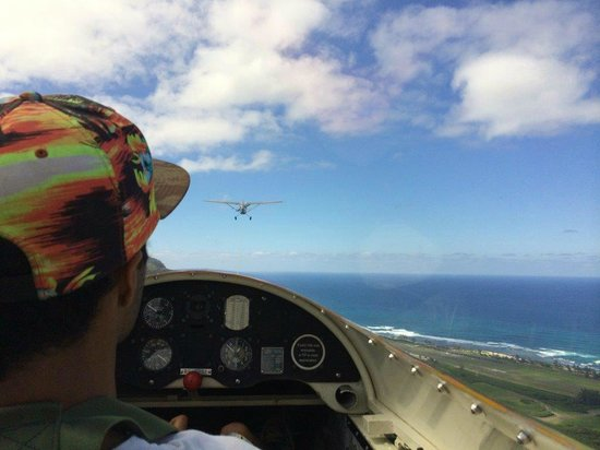 Honolulu Soaring: In the glider before the plane released the rope