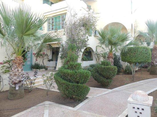 Suites h tel les charmilles spa tunis tunisie voir for Salon 9 places tunisie