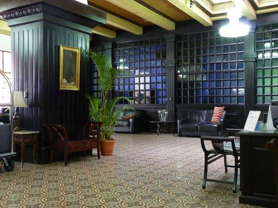 Gran Hotel Costa Rica: The sombre foyer 1