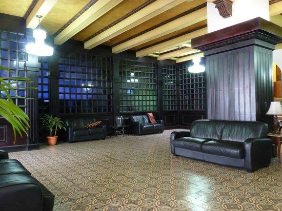 Gran Hotel Costa Rica: The sombre foyer 2
