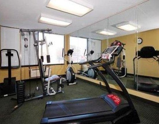 Quality Inn North: FITNESSROOM