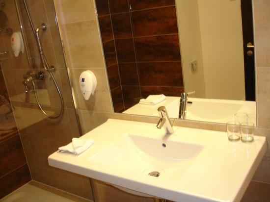 Park Inn Hotel Prague : Bathroom