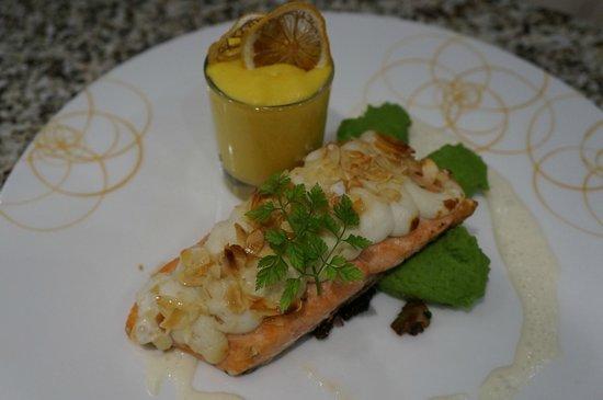 Restaurant Konrad: Hauptgang - Lachs im Honigmantel