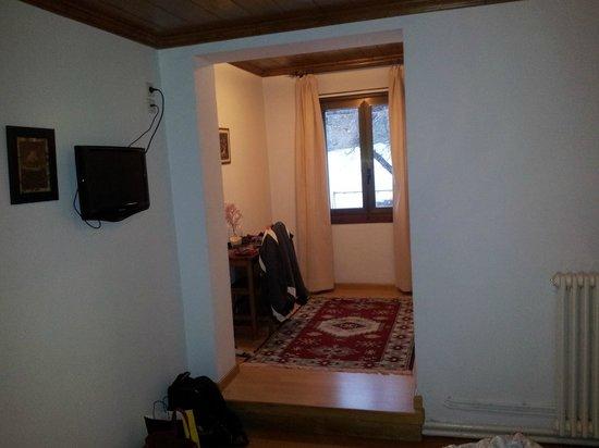 Garona Hotel: Hall de entrada al baño