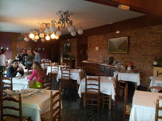 Garona Hotel: Vista general del comedor