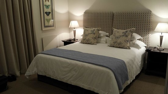 Kingsmead Guesthouse: Firm mattress, crisp sheets.
