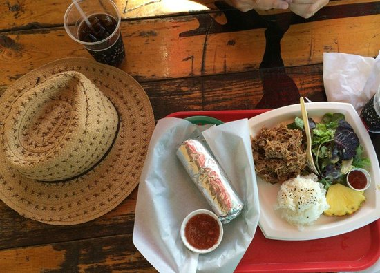 Kono's Restaurant: 2 dishes - Burritto dish and Pig Plate Lunch - divine