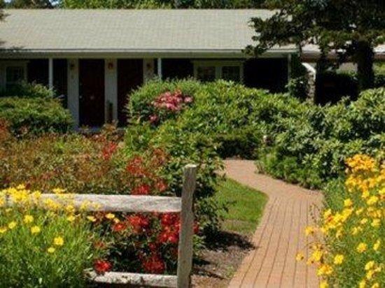 Allen Harbor Breeze Inn & Gardens : Exterior