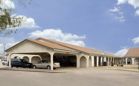 Americas Best Value Inn - Bonham : Exterior