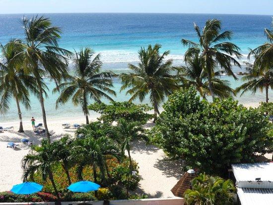 Coconut Court Beach Hotel: View from 3rd floor ocean view studio