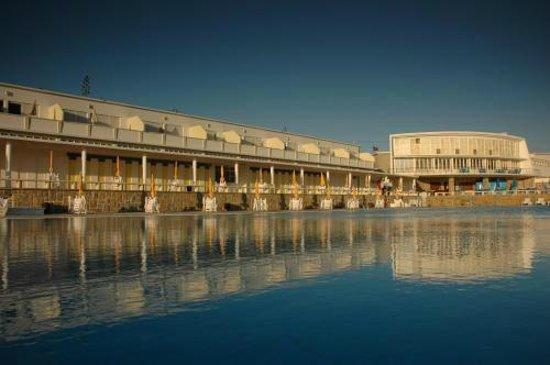 Sintra Sol: Vista Geral Apartamentos e Piscina