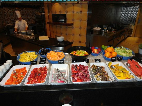 Grand Hyatt Dubai: A selection of fruit at breakfast