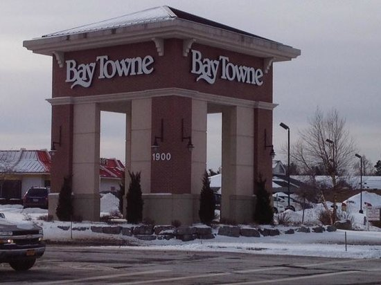 Webster, NY: Front of Baytowne Plaza