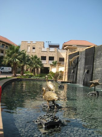 Sofitel Dubai The Palm Resort & Spa : out the front of the hotel
