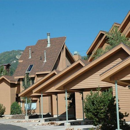 ResortQuest Red Pine Townhomes: Exterior