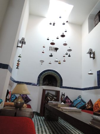 Riad Laaroussa Hotel and Spa: おしゃれなくつろぎスペース