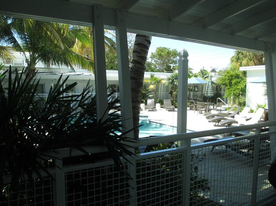 Orchid Key Inn: The pool view from the rooms