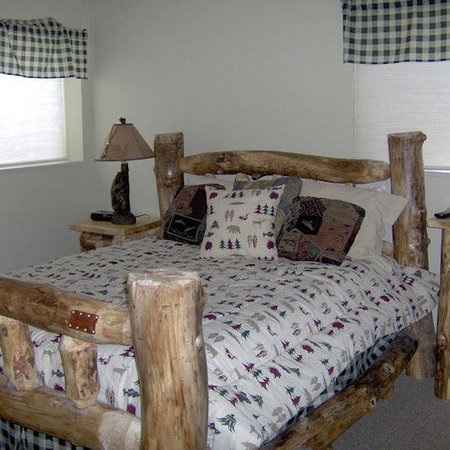 ResortQuest Red Pine Townhomes: Master Bedroom