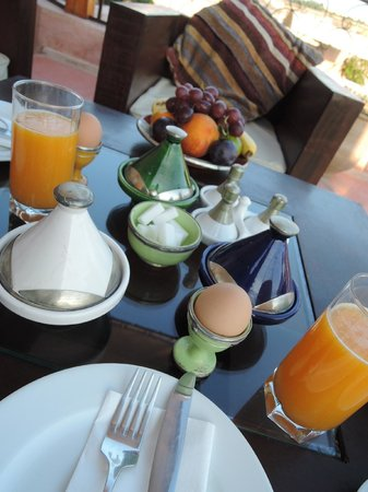 Riad Laaroussa Hotel and Spa: 朝食