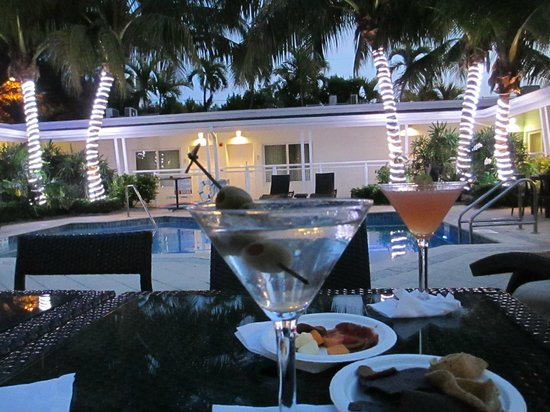 Orchid Key Inn: Cocktails in the evening