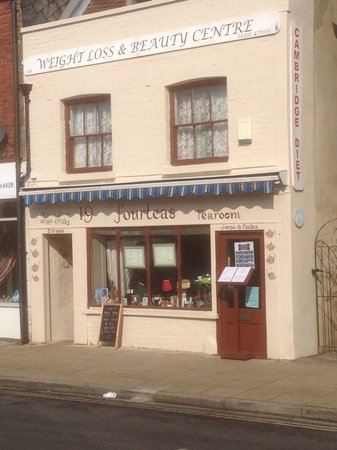 19 Fourteas Tearoom Havant: Front of tea rooms weight loss clinic above