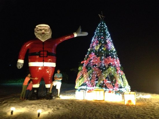 Phi Phi Island Village Beach Resort: Vibrant Christmas Spirit