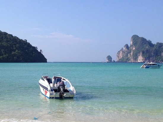 Phi Phi Island Village Beach Resort: Gorgeous View from the other side of the Island