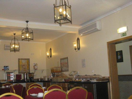 Grande Pensao Residencial Alcobia: Salle du petit déjeuner