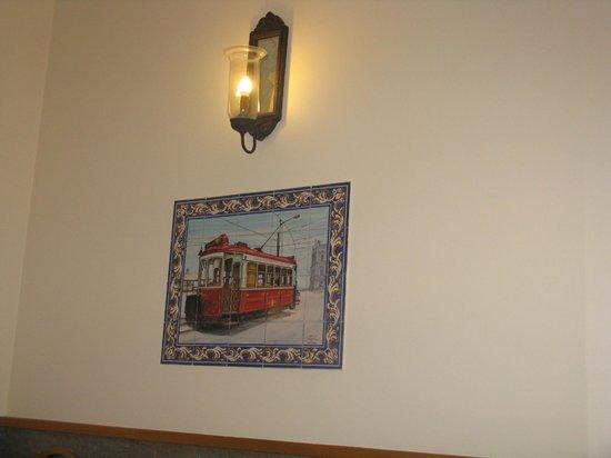 Grande Pensao Residencial Alcobia: Salle du petit déjeuner déco