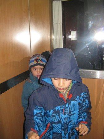 Grande Pensao Residencial Alcobia: ascenseur