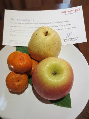 Mövenpick Suriwongse Hotel Chiang Mai: Welcome fruit platter