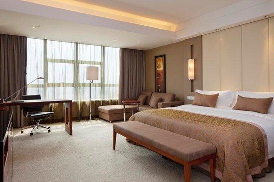 HaiWaiHai Crown Hotel: Guest Room