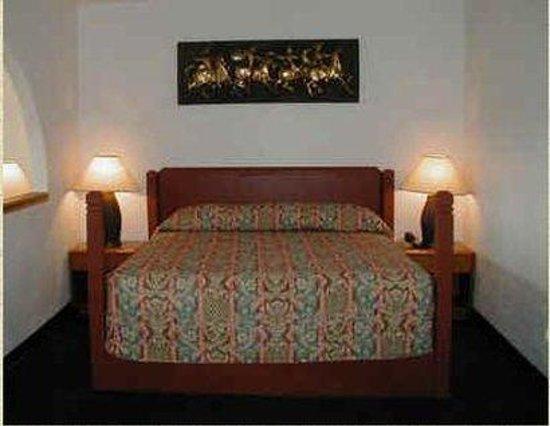 Economy Inn Ardmore: Guest Room