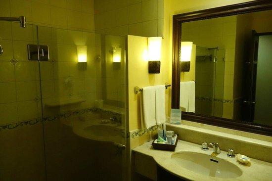 Henann Regency Resort & Spa: łazienka