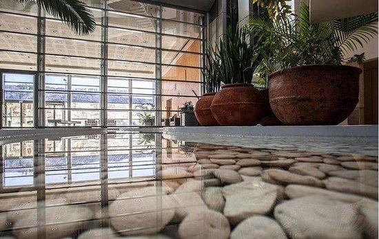 Okeanos Bamarina Exclusive Suites Hotel : Lobby