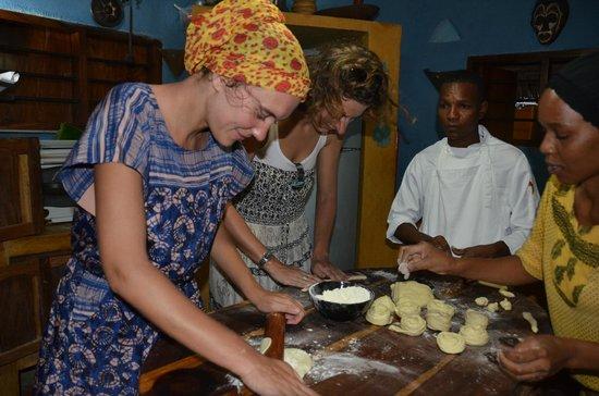 Mamamapambo Boutique Hotel: Dinner making