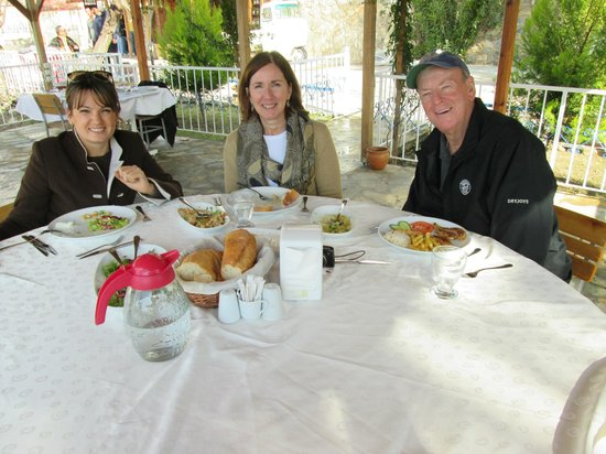 Ephesus Tours: Lunch with our excellent Tour Guide