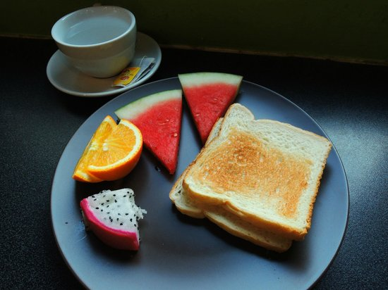 The Green Kiwi Backpacker Hostel: breakfast