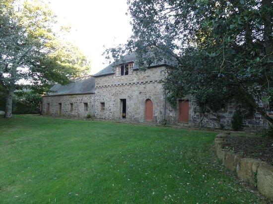 Chateau de Kergouanton: Autre bâtiment