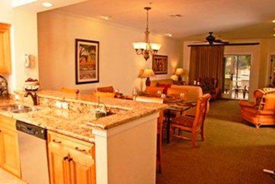 Coral Sands Resort : Kitchenand Parlor