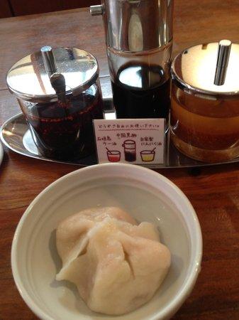 Pengin Shokudo: 水餃子。もっちり感が本格派。中国出身のご主人ですね。すごくいい。