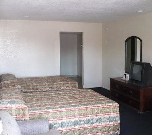 Golden Star Inn: 2 Double Beds  Non-smoking