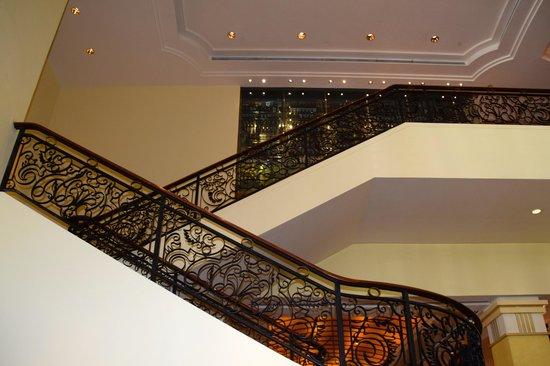 Park Hyatt Saigon: The stairs in the main lobby lounge